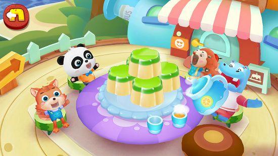 パンダのケーキ屋さんでみんな一緒にお菓子を食べている様子