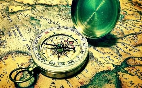 コンパスと世界地図の画像
